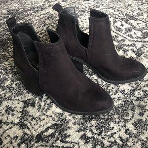 SODA black booties
